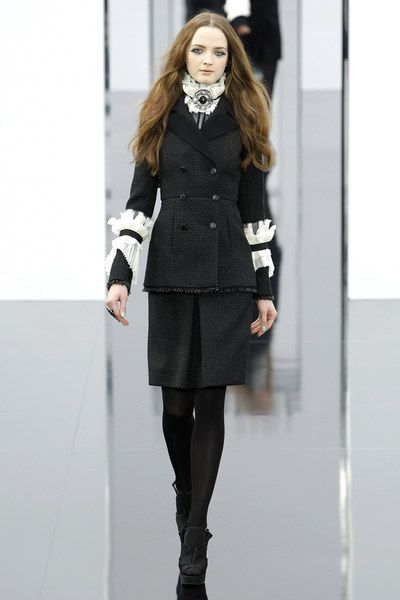 Chanel Fall 2009 Ready-to-Wear collection.