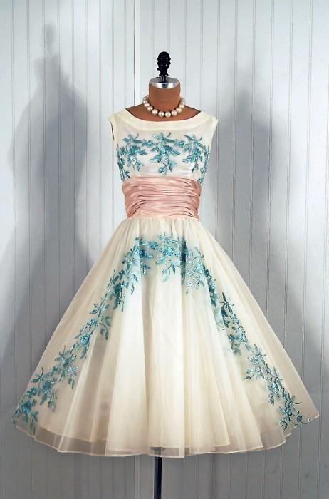 1950\'s Vintage Embroidered Blue-Rose Garden White Chiffon Princess ...