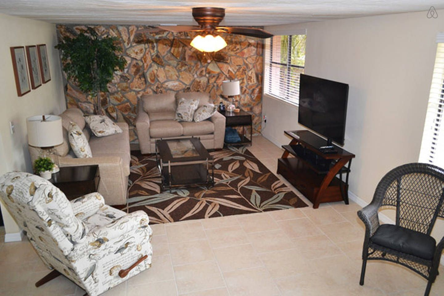 Keys to view more living rooms - Beautiful House Minutes To Beach Vacation Rental In Siesta Key Florida View More