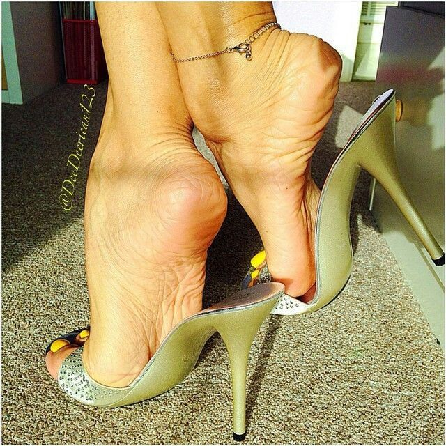 Mature Mules And Nylon Toes