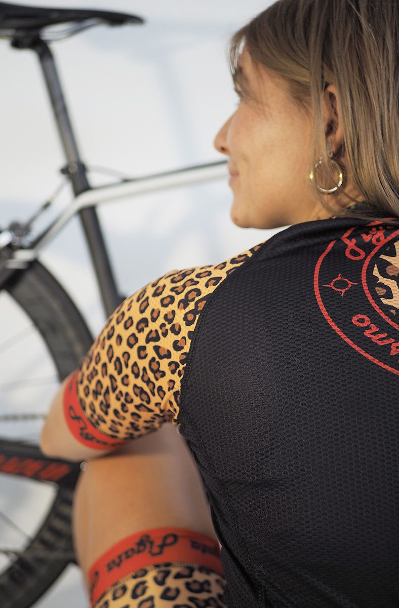 ... Women via Figata Ciclismo. FEATURES Full-length zip on the front of the cycling  jersey. 3 pockets on a60c6a33e