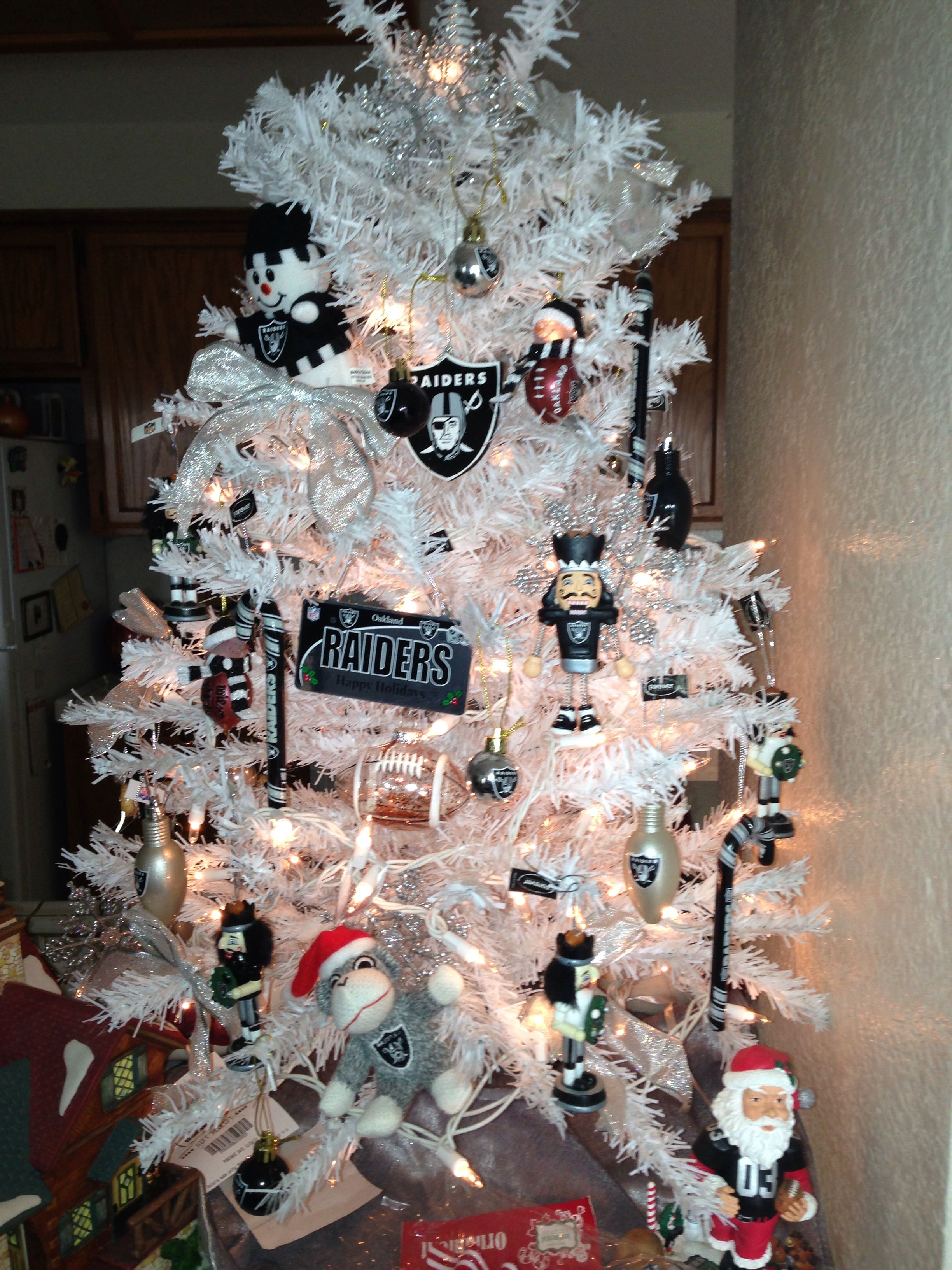 My Raiders Christmas Tree Stuff I Made Pinterest Raiders Christmas Tree And Raider Nation