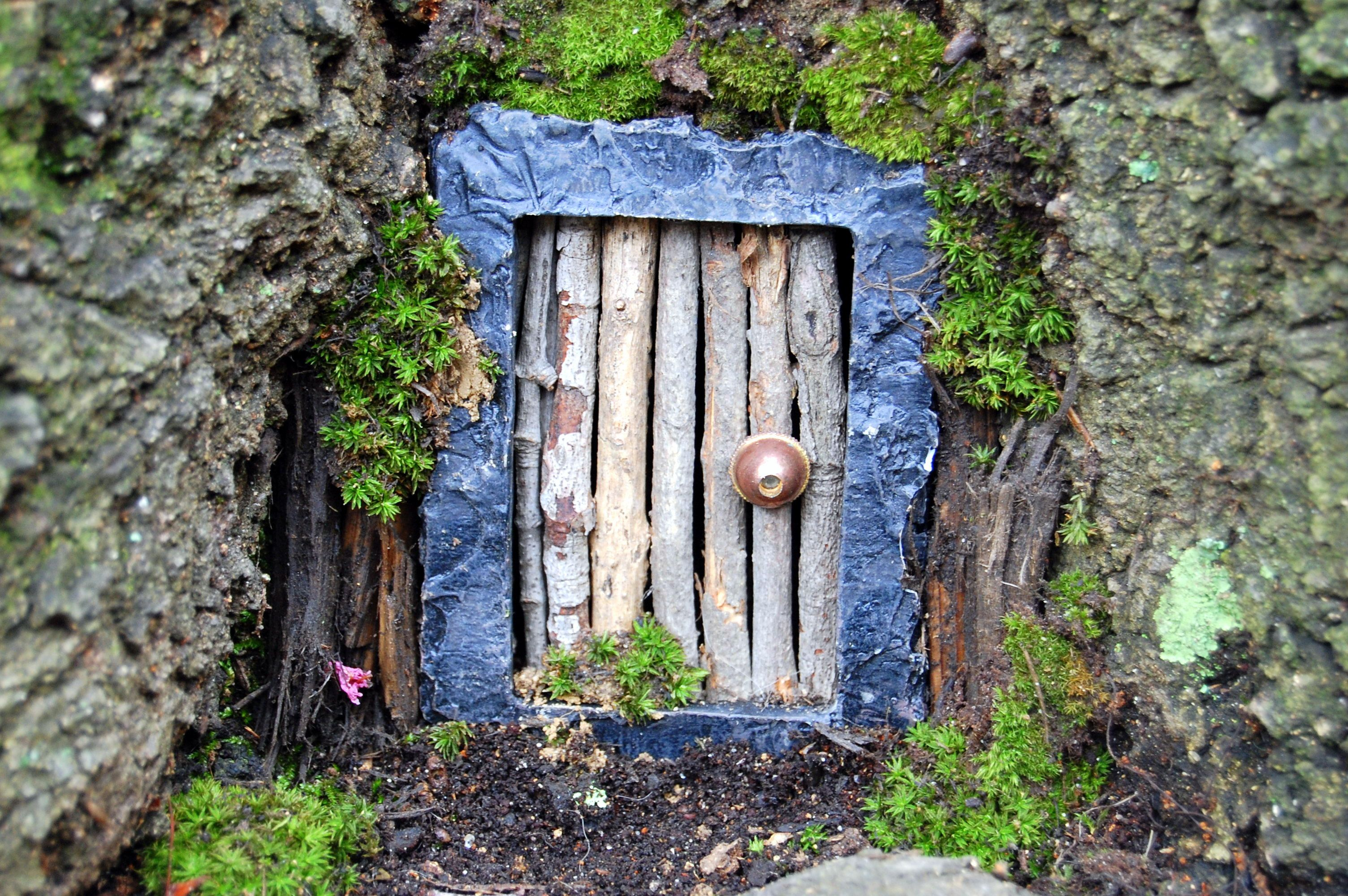 Diy fairy door took a miniature stone photo frame and for Miniature fairy garden doors