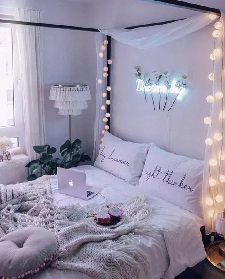 Как уютно украсить спальню