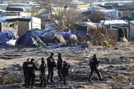 Vluchtelingen in Calais toegetakeld door gemaskerde mannen