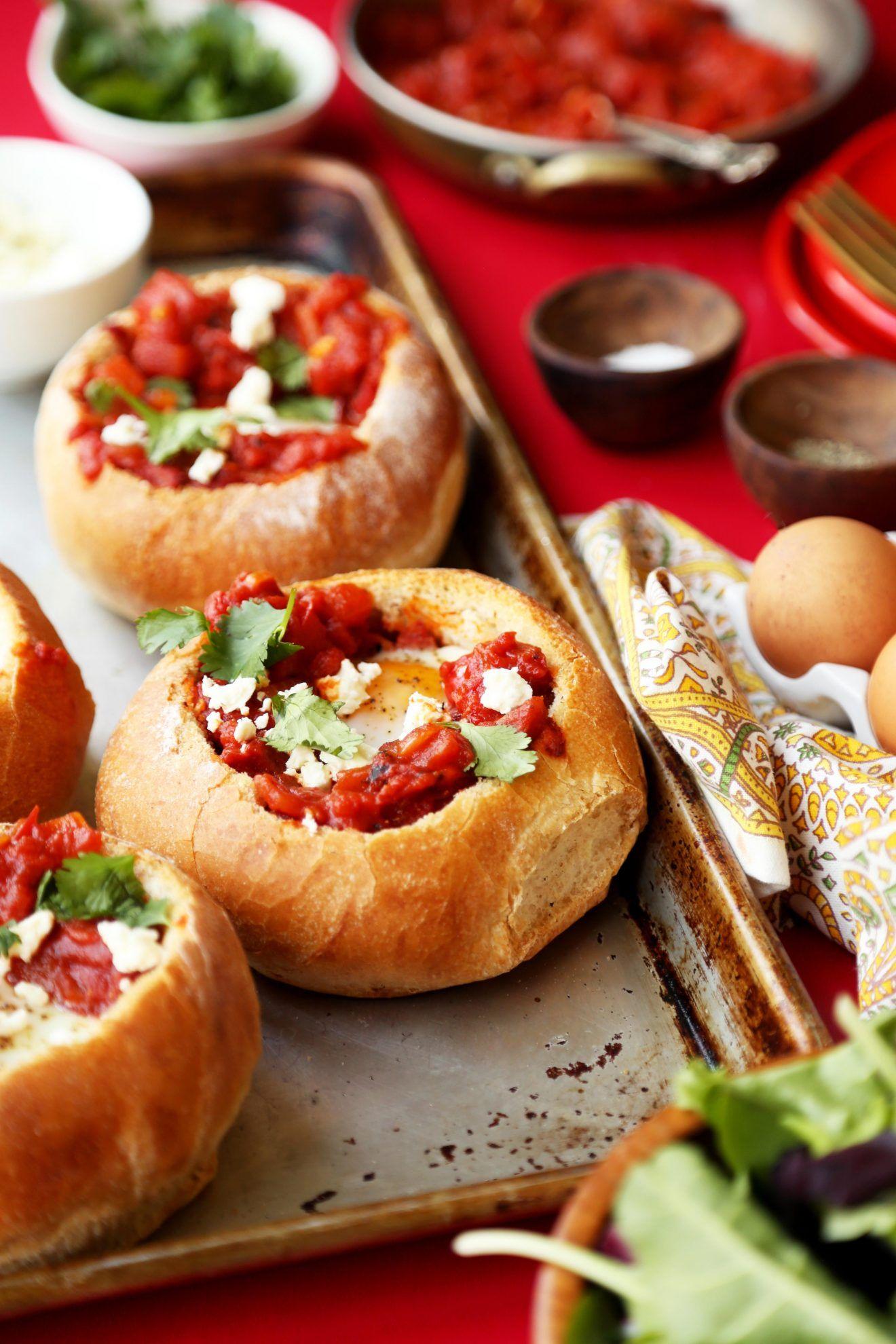 Shakshuka Bread Bowls | Rezept | Baked Egg Dishes | Pinterest