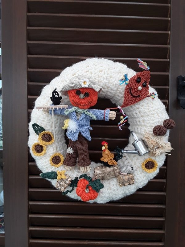 Photo of Autumn wreath with scarecrow, crochet pattern
