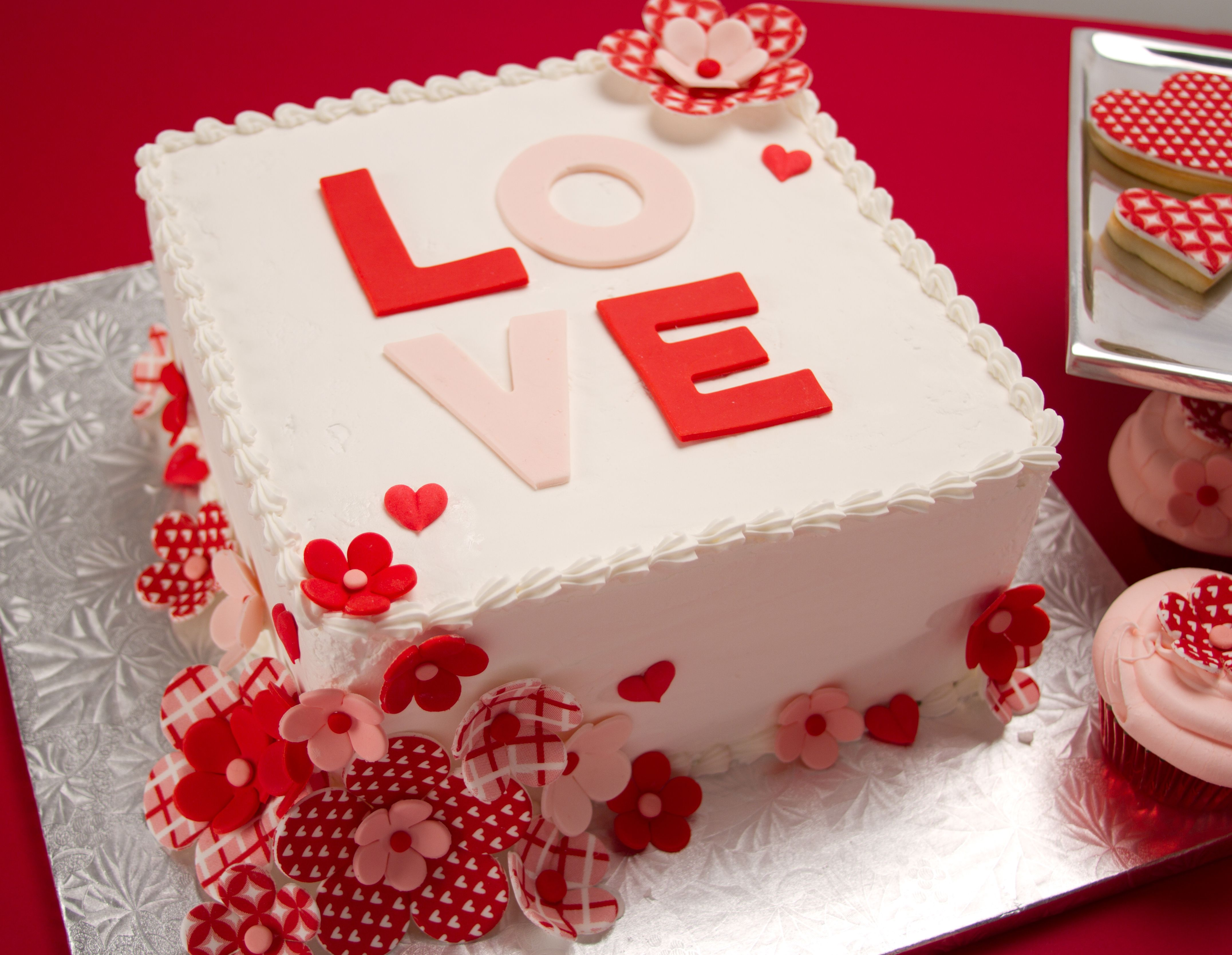 Marvelous Love Blossoms Valentine Theme Cakes Candies And Cookies Funny Birthday Cards Online Elaedamsfinfo
