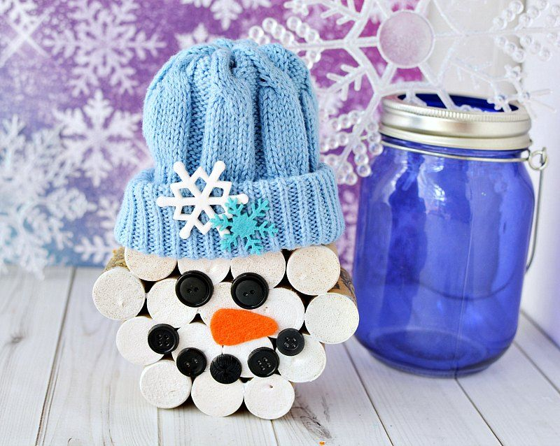 Make a wine cork snowman with your old wine corks! Paint