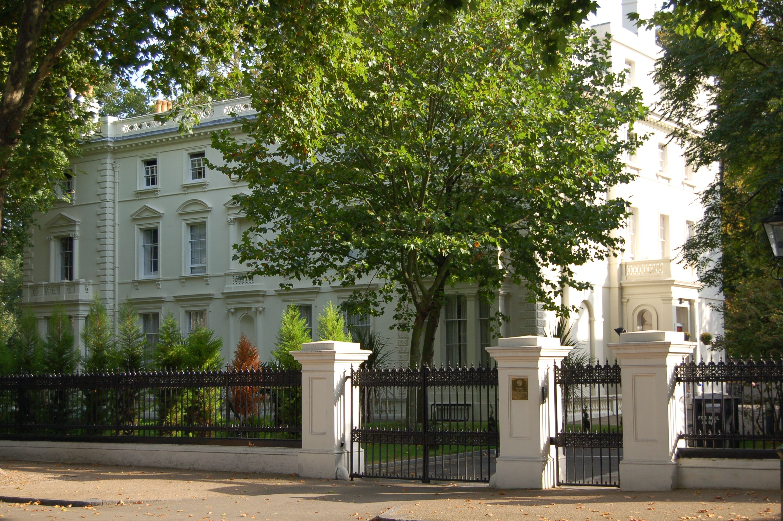 02003d9d7eadd6ad27a57cff2cad5c3b - Kensington Palace Gardens London Real Estate
