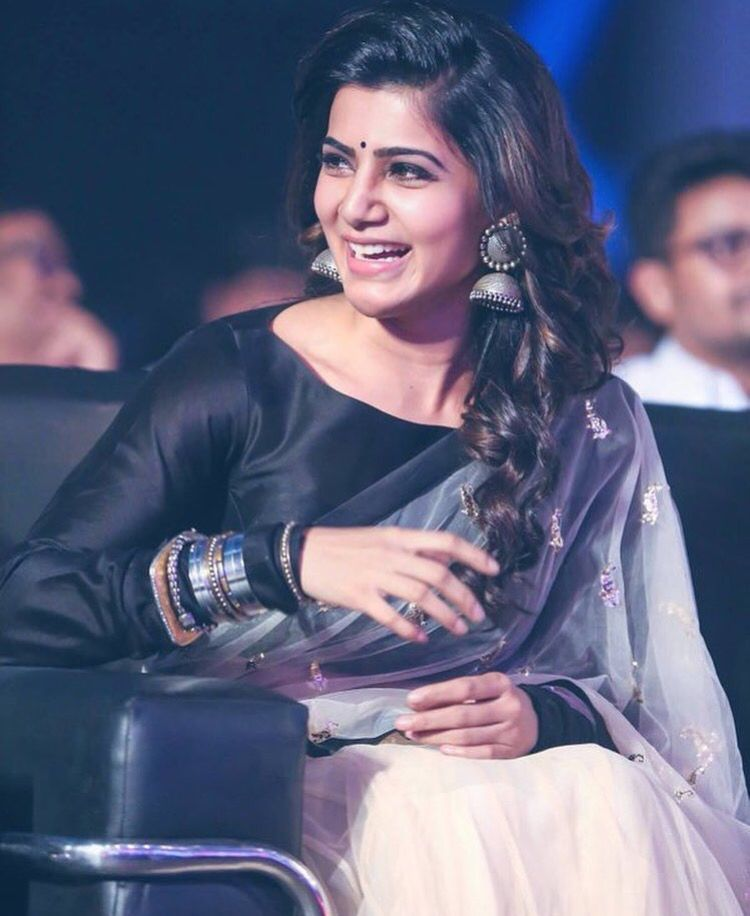 Tamil heroine, Samantha Ruth Prabhu, wearing saree with silver jewellery.
