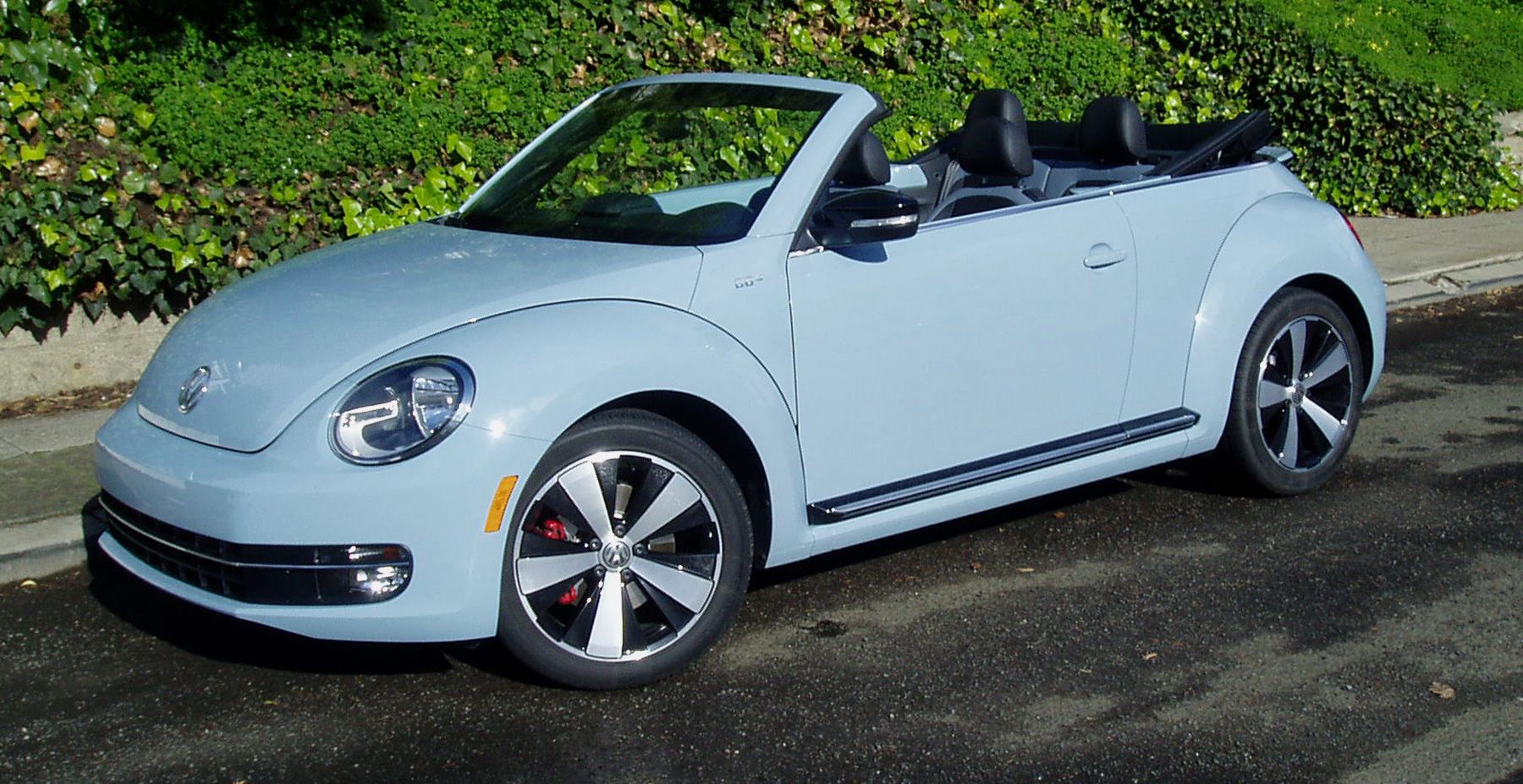 latest 2013 volkswagen beetle convertible grows in stature and appeal edition turbo both cool and hot by arv voss the 2013 volkswagen beetle convertible