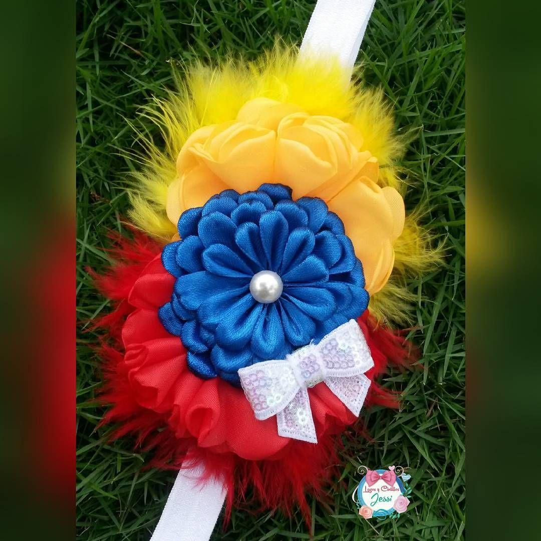 802928527a3da Tocado tricolor..hermosa combinación de los colores de la bandera de mi  querida Venezuela..falta poco con el favor de Dios ..amén amén.