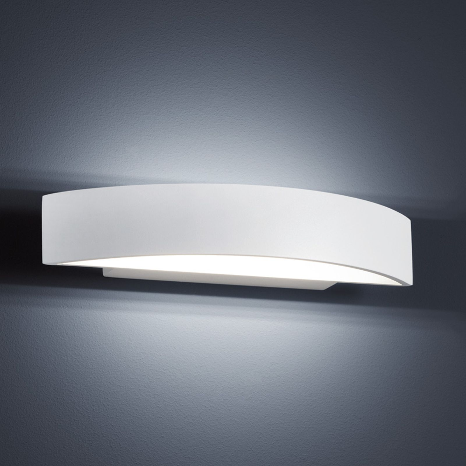 Impressive LED wall light Yona The LED wall light Yona charms with a modern look and energy-efficient operation. The rounded, simple design of the light is subtle and thus, harmoniously blends with the existing interior. It emits ambient light upwards and downwards, without any glare. It can be used in various rooms. With an output of about 1,320 lumens, it still provides bright light in a lovely warm white colour. Energy efficiency class:A+