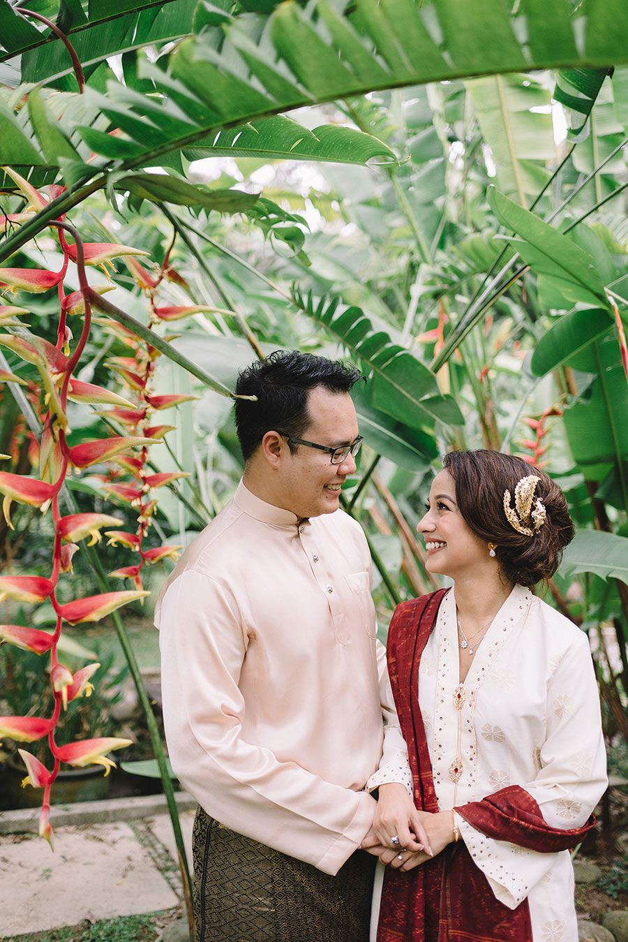 Isa And Sheins Garden Merisik Ceremony In 2018 Weddings Couples Kebaya Lestari Putih 1185r A Beautiful Traditional Malay Wedding