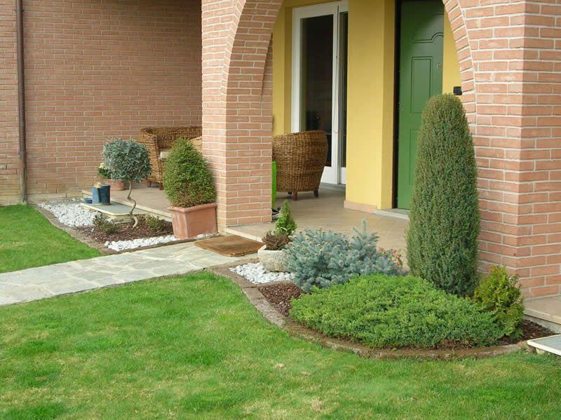 Risultati immagini per giardini con aiuole e sassi for Bordi per aiuole fai da te