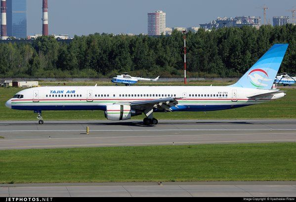 A Tajik Air 757 using reverse thrust to slow in St. Petersburg - by Vyacheslav Firsov