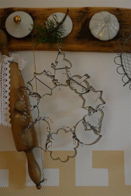 kranz aus keksausstechformen winterdeko pinterest deko weihnachten ausstechformen und. Black Bedroom Furniture Sets. Home Design Ideas