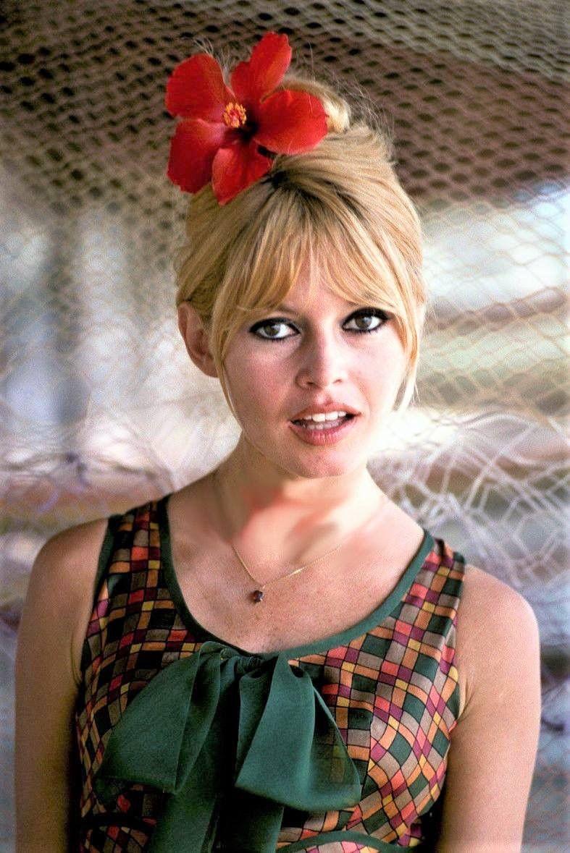 Yes I M Listening Brigitte Bardot Bardot French Actress