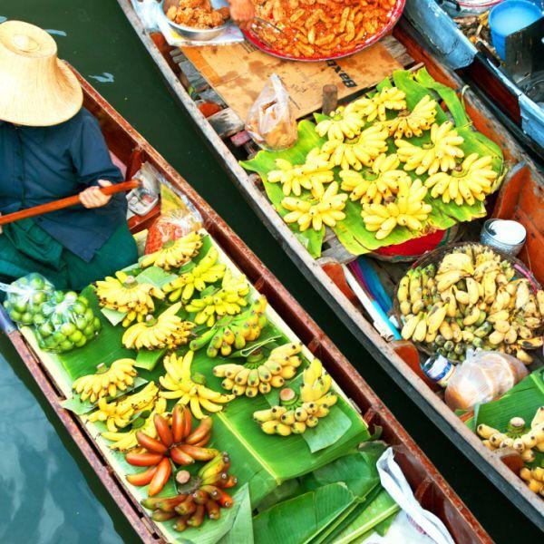 Reserve vuelos a Bangkok con KLM y visite el Palacio Real, disfrute de hoteles de lujo o tómese un cóctel en un bar en una azotea.
