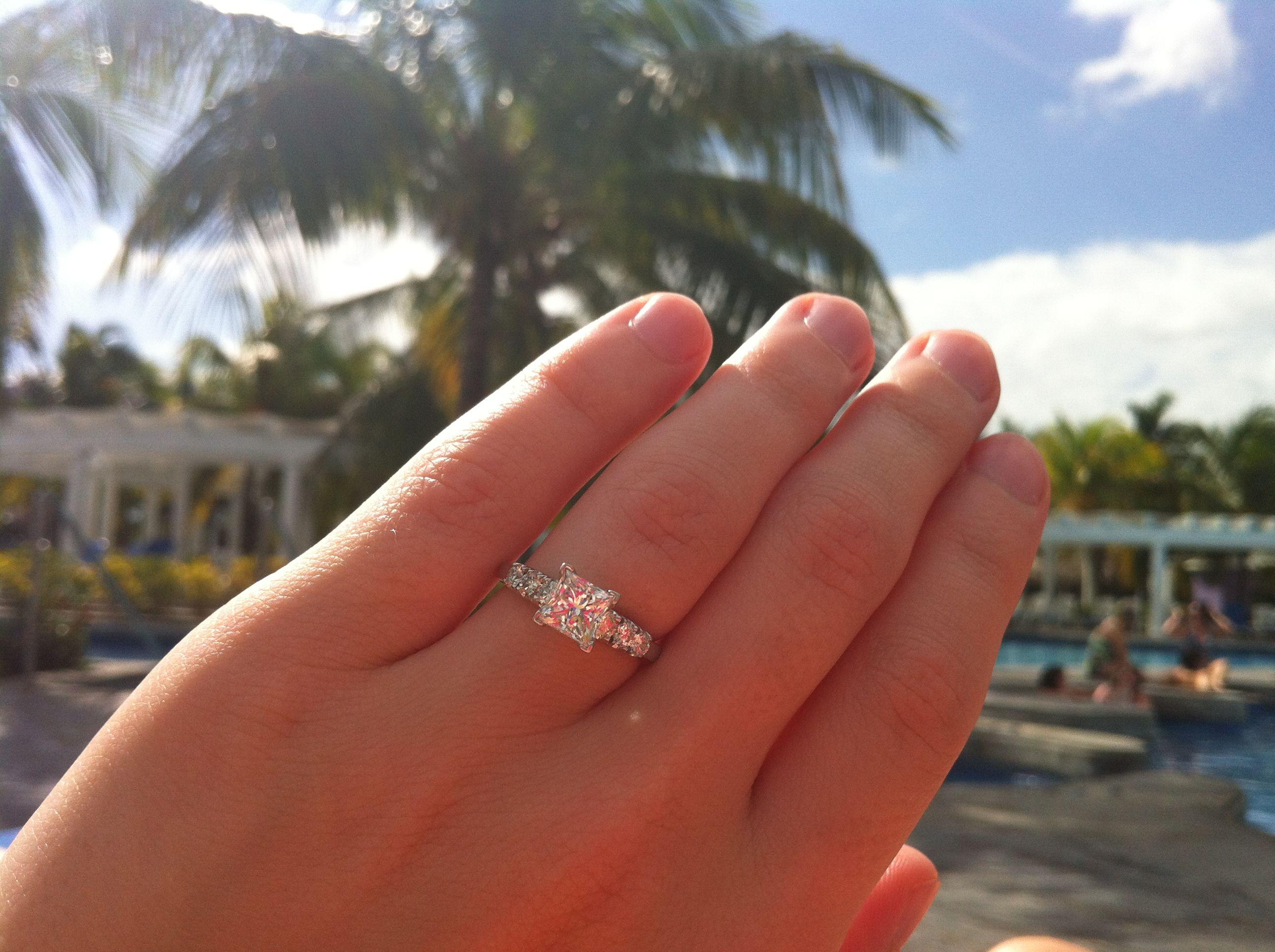 my gorgeouss ring! time to plan awayy =D