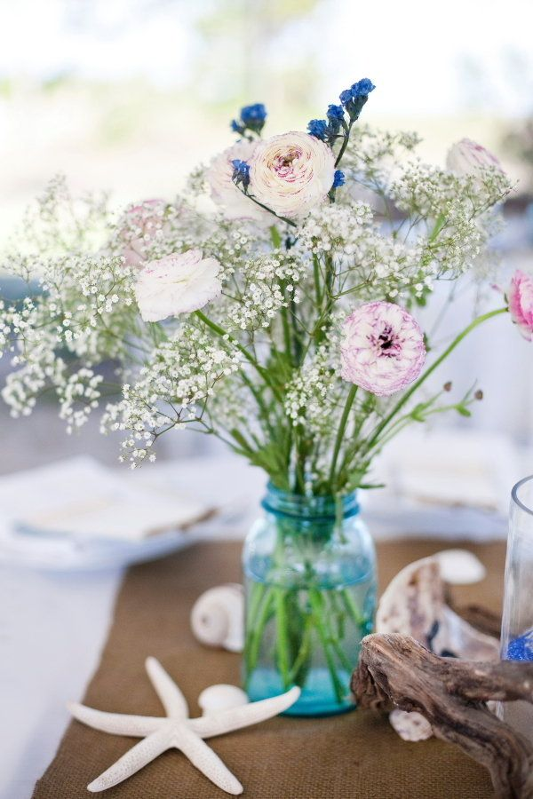 Ranuculus Babys Breath And Blue Mason Jars Photography By Tanaphotography Event Consulting Weddingsbysoiree