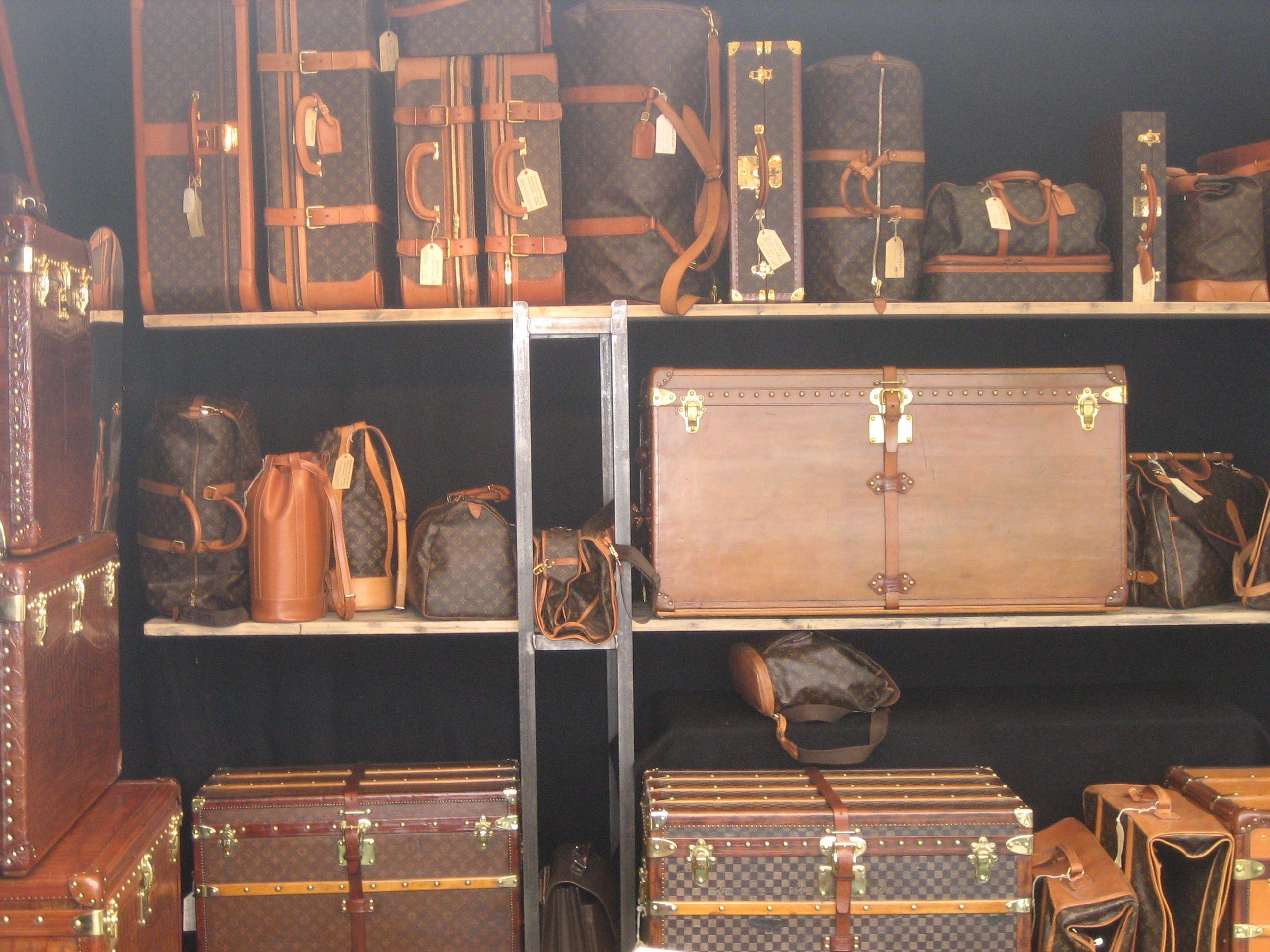 louis vuitton vintage stand beautiful pinterest taschen und luxus. Black Bedroom Furniture Sets. Home Design Ideas