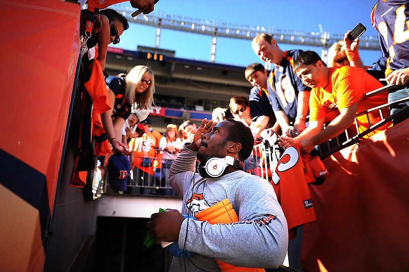 Broncos outside linebacker Von Miller #58 salutes his fans before the game. He'll be wearing the blue.
