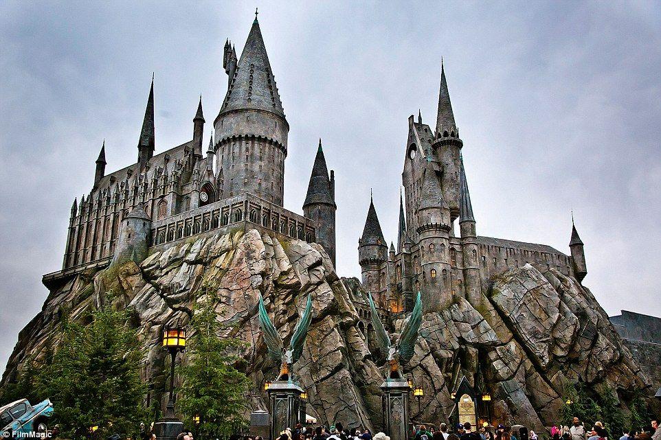 Hogwarts Goes To Hollywood New Harry Potter Theme Park Opens In La Harry Potter Theme Park Wizarding World Of Harry Potter Harry Potter California