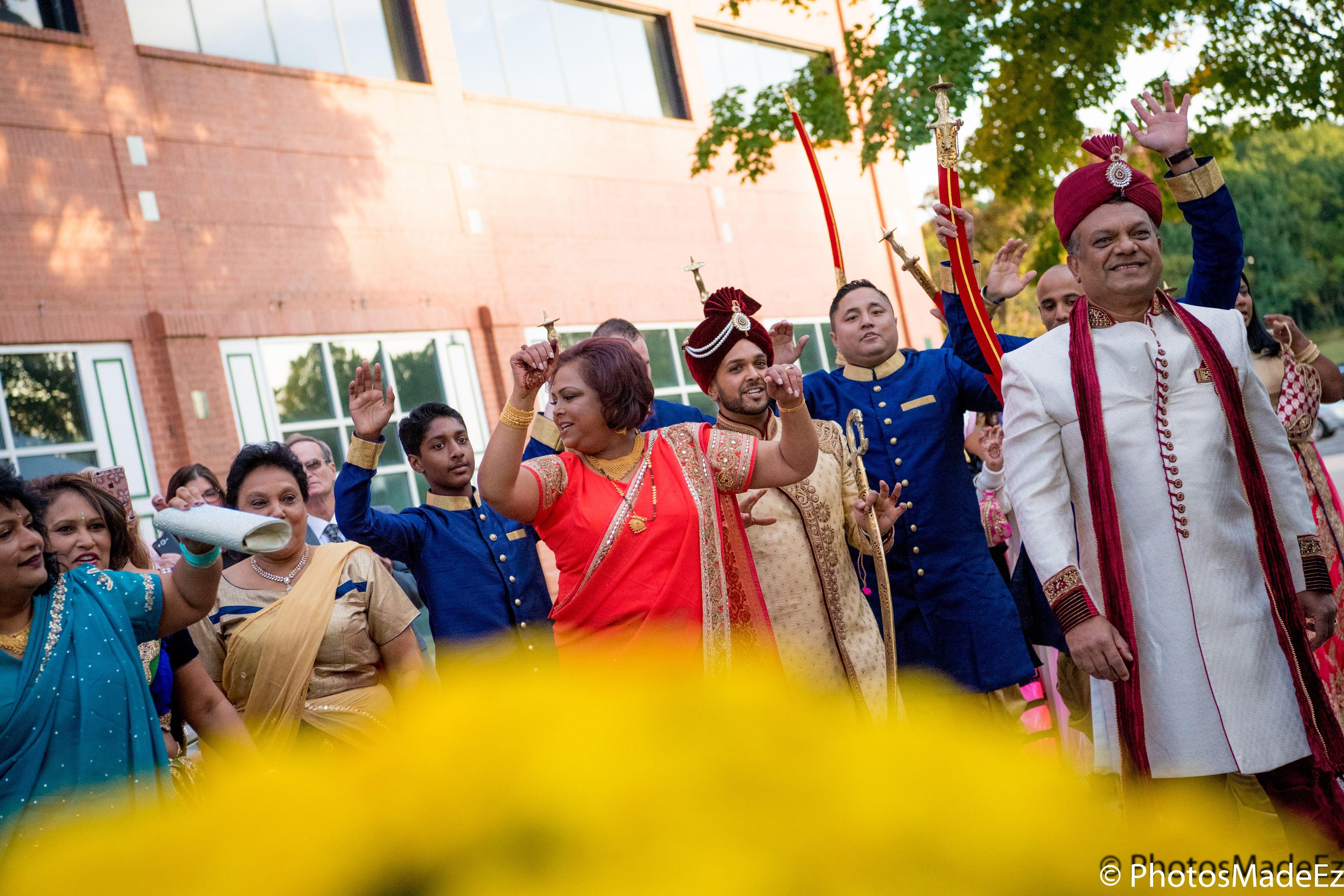 Baraat For Hindu Wedding At The Mansion In Voorhees New Jersey Conducted By Dj Raj Entertai Best Wedding Photographers Hindu Wedding Award Winning Photographer