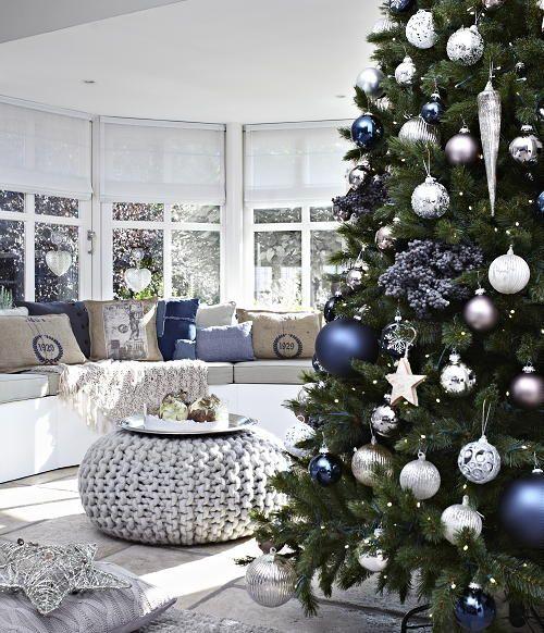 Kerst In Huis Trend 2011 - Kerst Trend Stoer - Kerstboom & Kerst Woonaccessoires - LEES MEER.. (Foto Perscentrum Wonen op DroomHome.nl