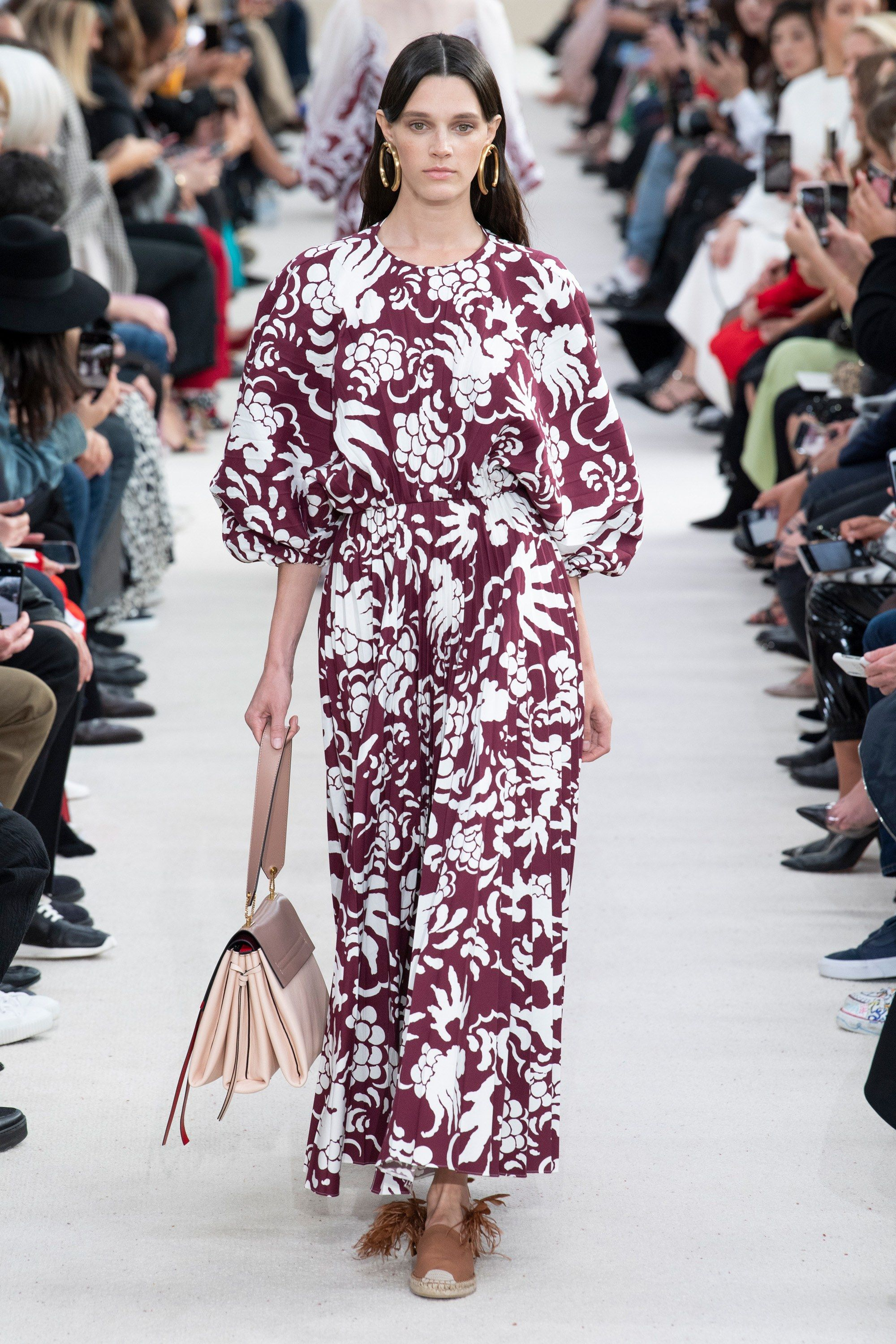 Valentino Spring 2019 Ready-to-Wear Fashion Show | Runway ...