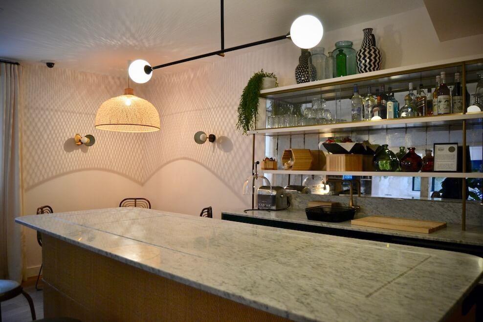 Le bar de l'hôtel Doisy Etoile rénové par l'agence BR Design Intérieur ©️ Au fil des CouleursHervé Goluza.