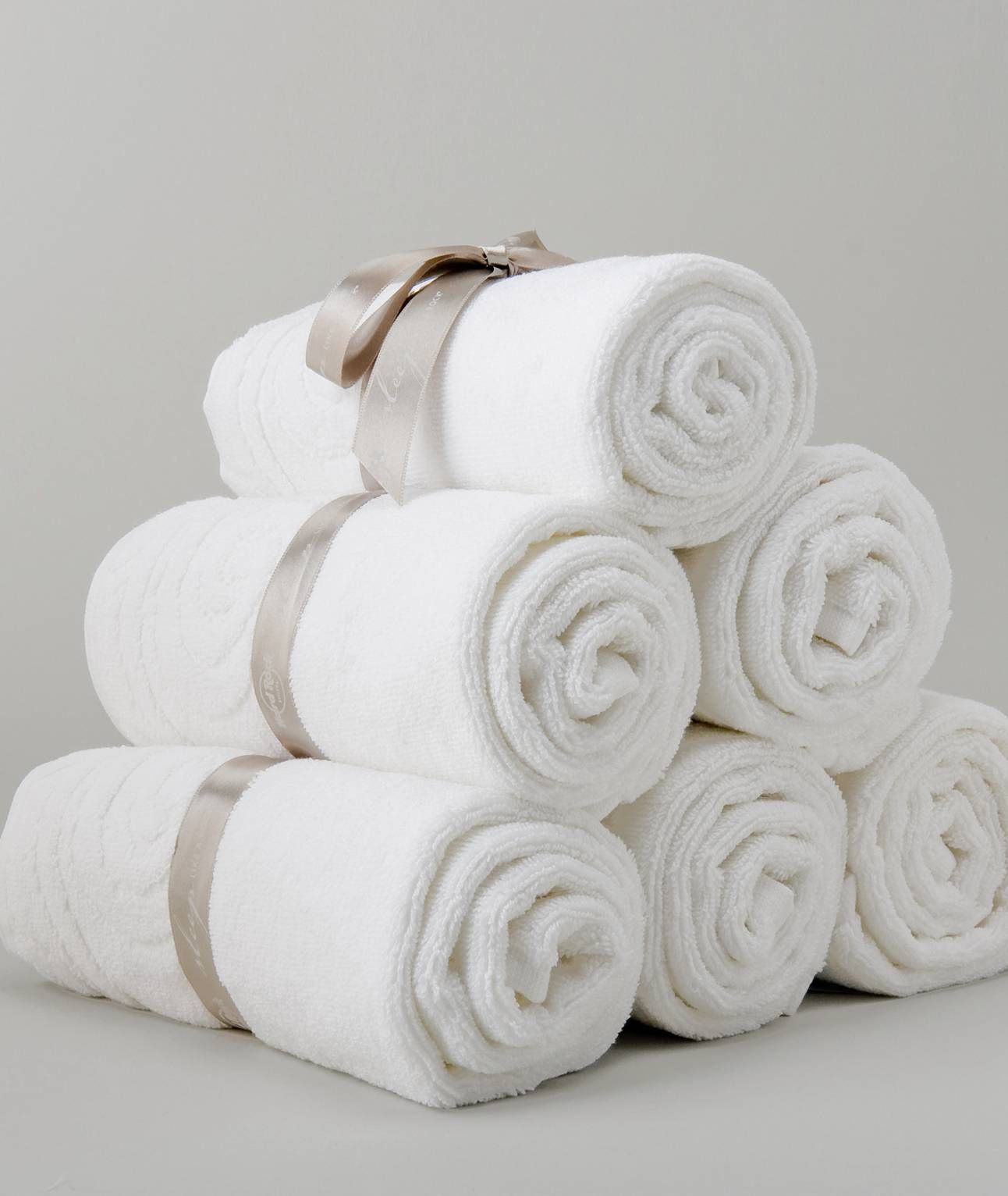 We Offer A Bulk Quantity Of Bath Towels In Wholesale Price With