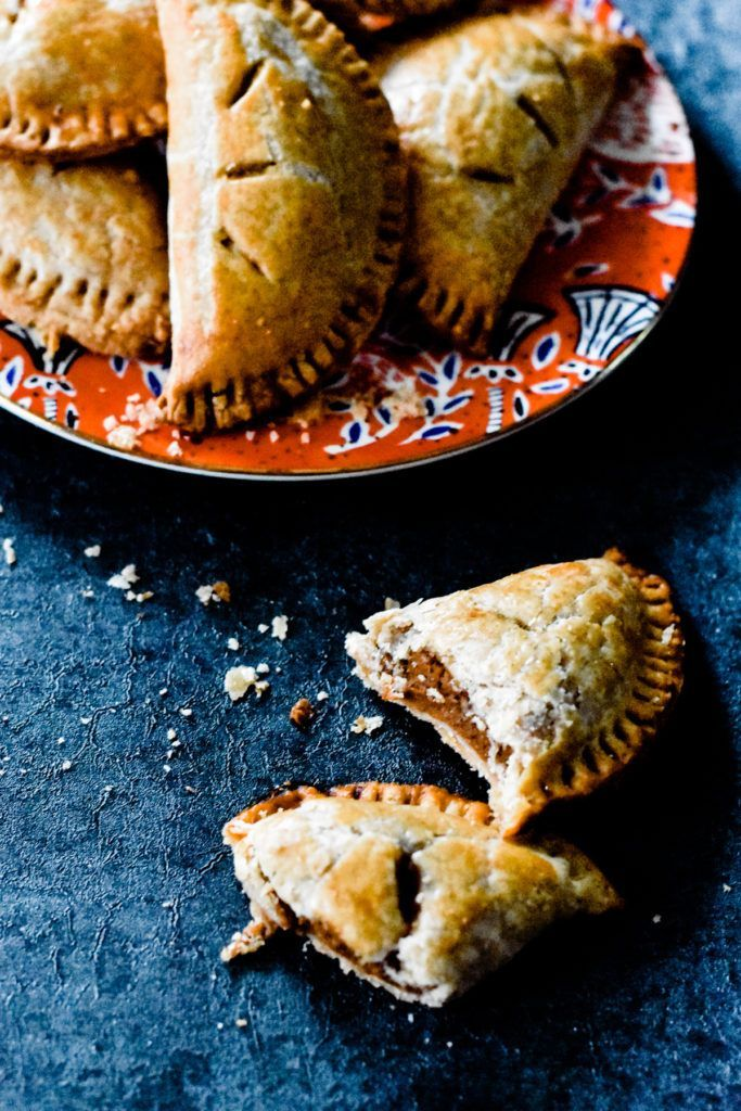 Pasties Pumpkin Pasties - These Homemade Pumpkin Pasties are inspired by the Harry Potter books! They're made with crisp, flaky, buttery, homemade pie crust and filled with a scrumptious maple pumpkin filling! SO delicious. | Pumpkin Pasties - These Homemade Pumpkin Pasties are inspired by the...