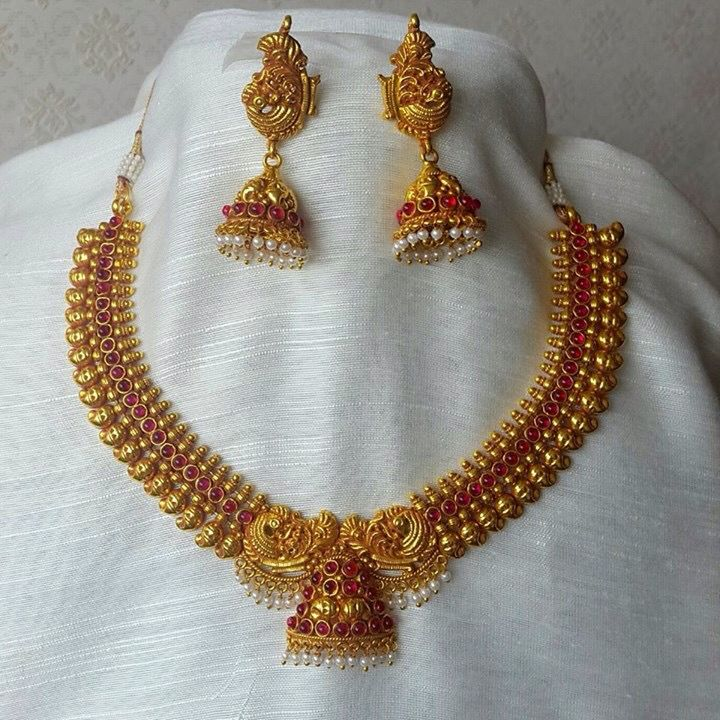 Pin By Chaitra Bhargav On Wedding N Jewelzzz Gold Jewellery Design Necklaces Gold Necklace Indian Bridal Jewelry Antique Gold Jewelry Indian