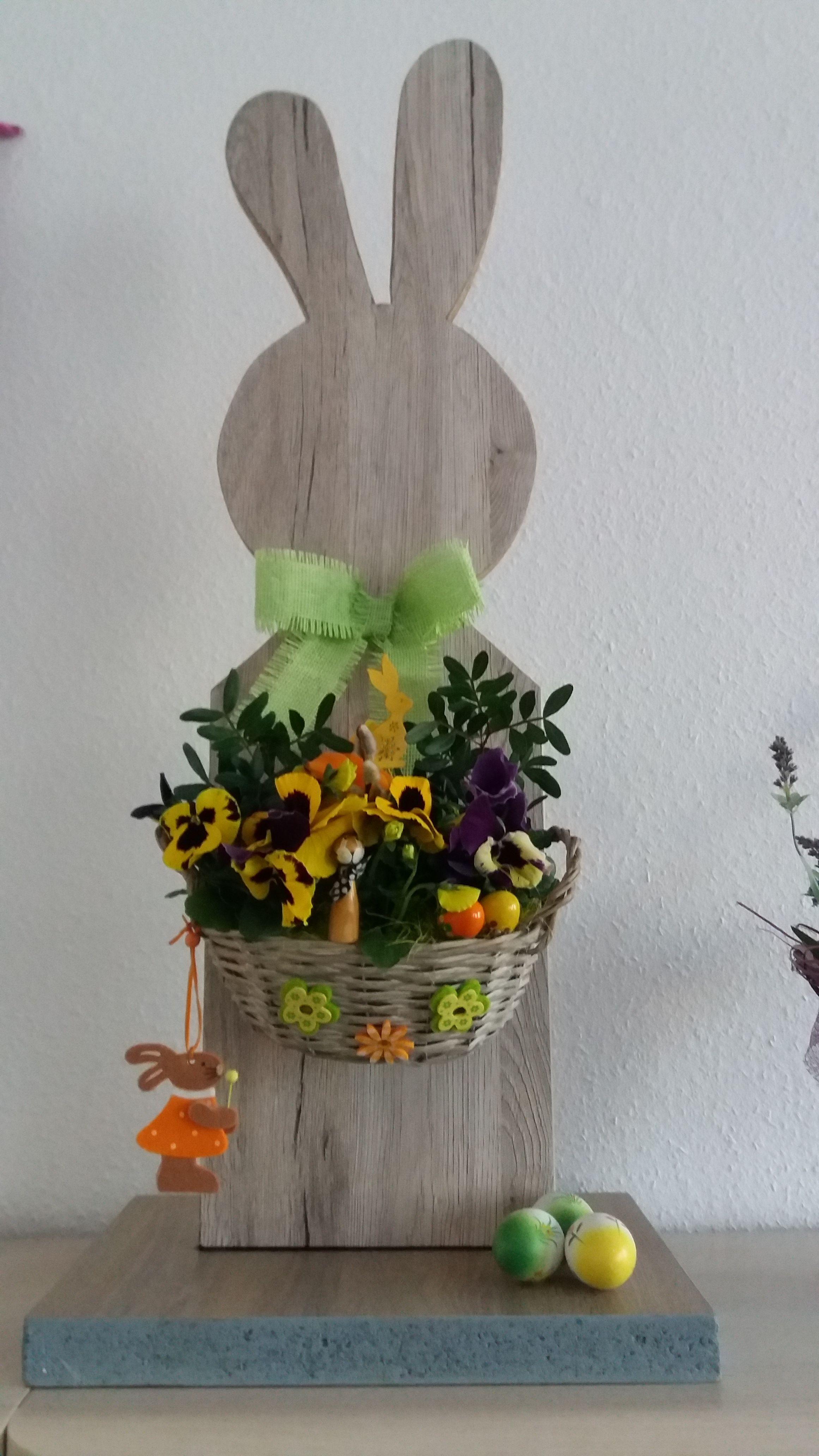 Osterhase Aus Holz Mit Korbchen Zum Bepflanzen Osterhasen Aus Holz Ostern Deko Osternest Basteln