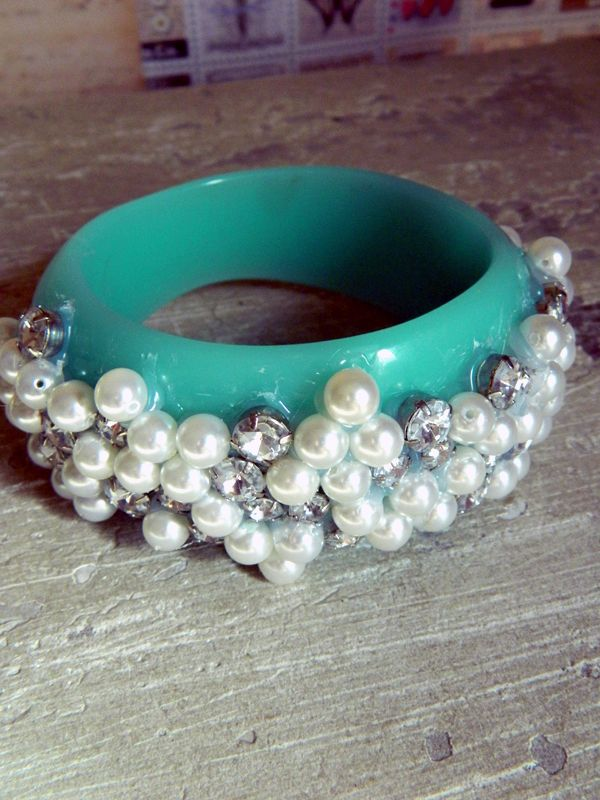 www.homeheartcraft.com/pearl-embellished-bangle-bracelet.php