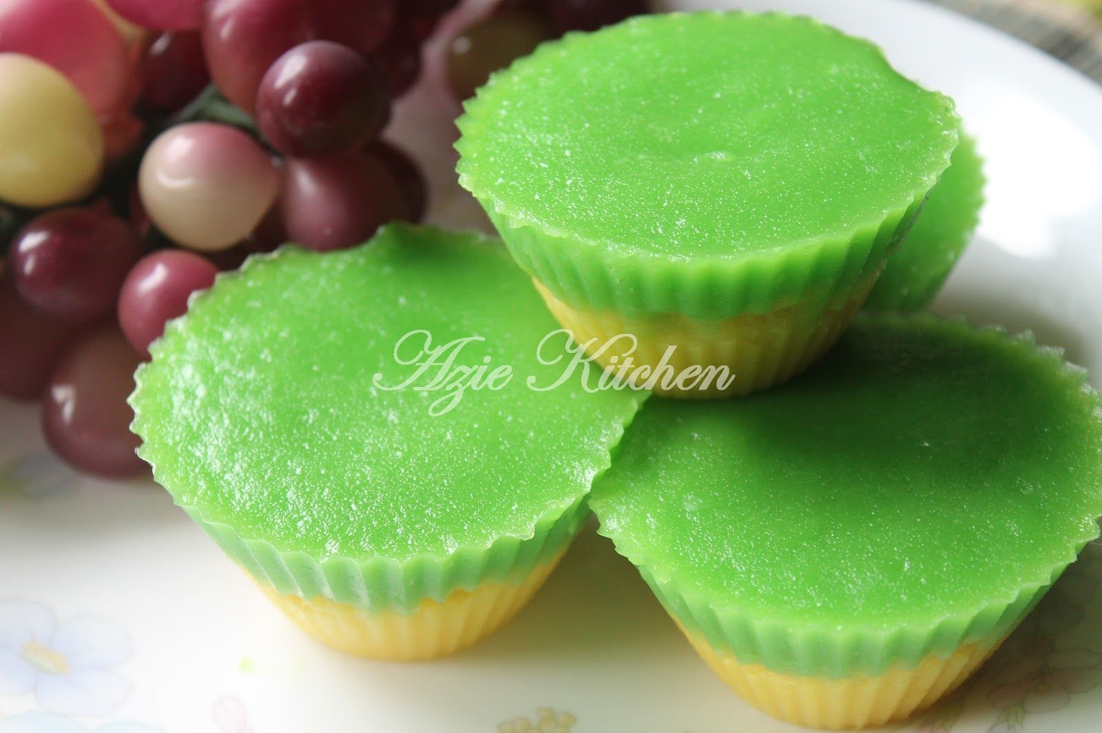 Kuih Talam Suji Pandan Asian Foods Pinterest Steamed Cake Asian Recipes And Desserts