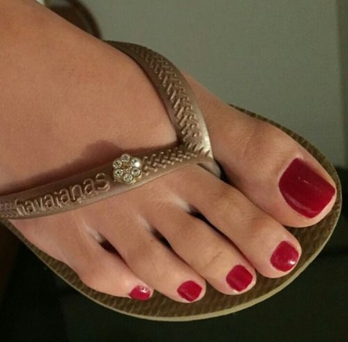 red toenails foot lover sexy