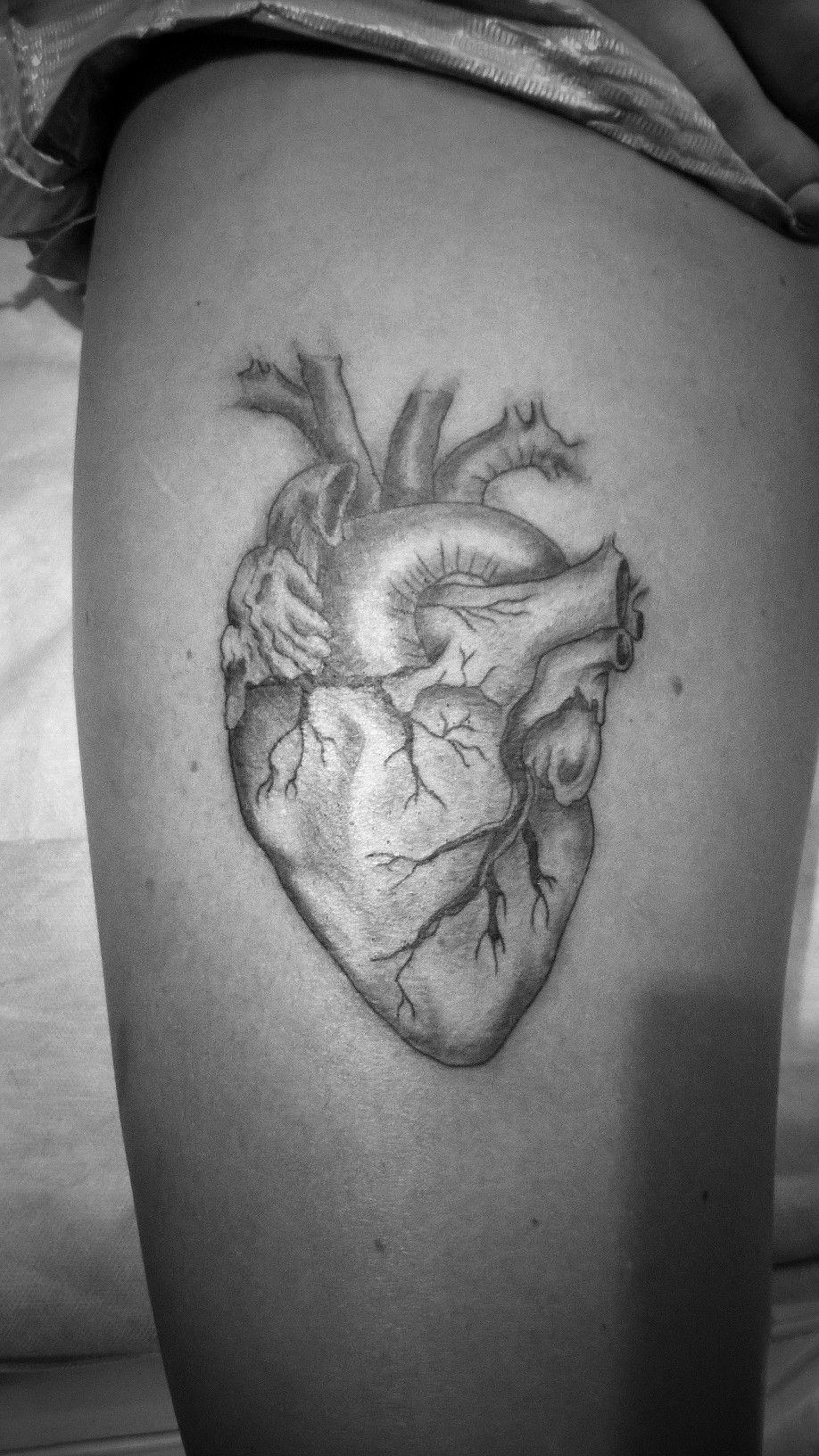 Tatuaż Realistyczne Serce Wykonany W Studiu Time4tattoo