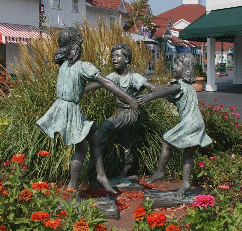 Statue At Broadway At The Beach In Myrtle Beach Sc Outdoor Artwork Street Art Sculptures