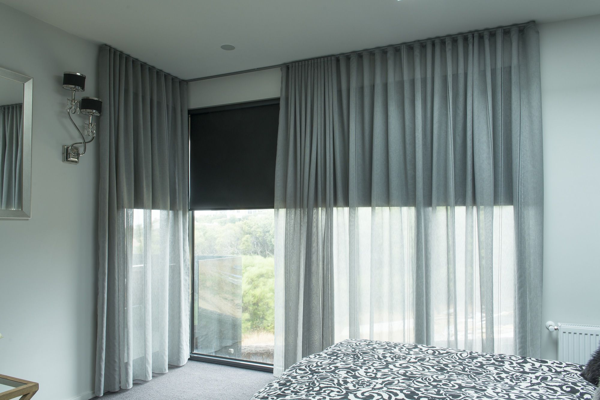 Blinds and curtains combination bedroom - Black Roller Blinds Behind Sheer Voiles I The Curtains Bedroom
