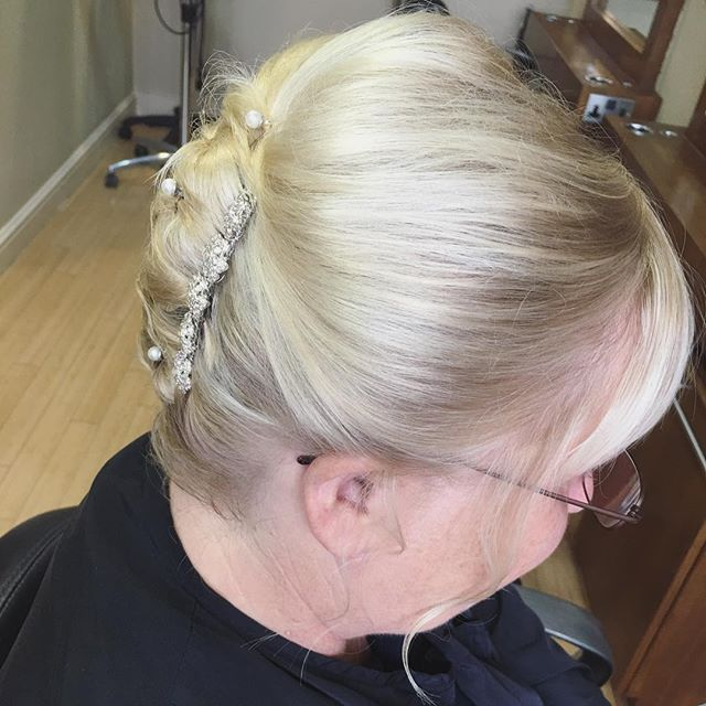 Top 100 short hair updos photos Hair up for this beautiful mother of the bride today  she was so over chuffed she cried  People get told because they have a bob they cant have there hair up.......neverrr give me a clip and ill put anything up!!!  #hairup #mob #motherofthebride #blonde #blondehair #updos #shorthairupdos #hairofinstagram #sparkle #wedding #weddingday #weddinghair #weddingfun #like #instahair #instalike See more http://wumann.com/top-100-short-hair-updos-photos/