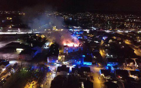 Brannen var synlig fra store deler av byen og røken spredde seg raskt.