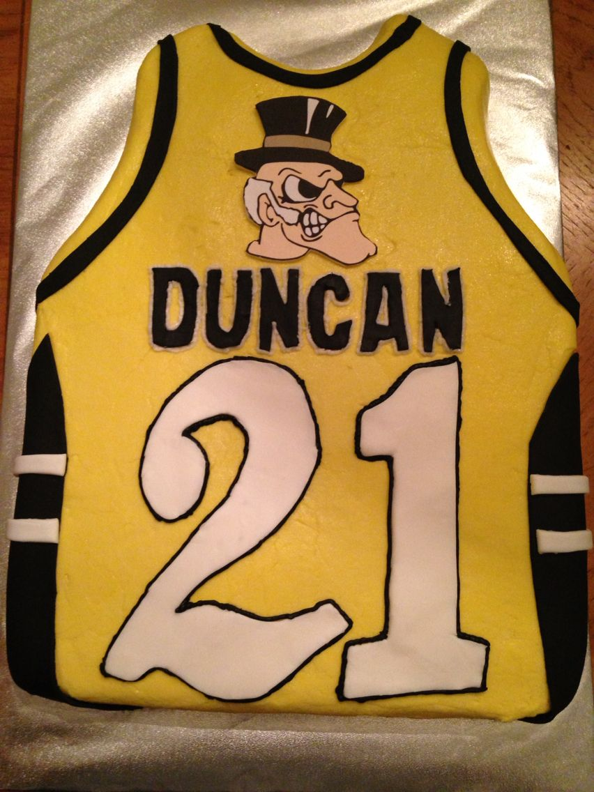 new product fb89e 4ba41 Throwback jersey ... Tim Duncan's Wake Forest jersey   Yummy ...