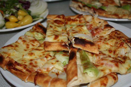 Pide Turkish Pizza Türk Mutfağı Turkish Pizza Pizza Food