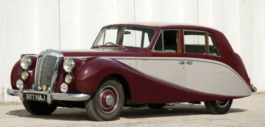 Daimler Empress, low volume high-end car made in the 50′s.