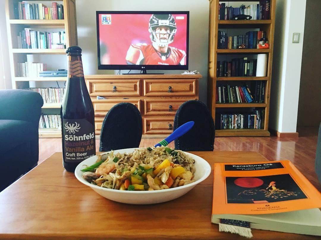 Libros #cerveza comida china y obvio #NFLPlayoffs @sohnfeld