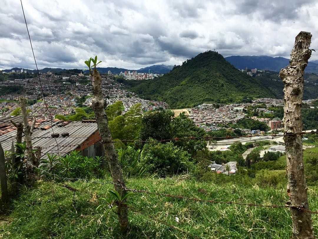 We takin' over: Beyond the Coast. Lush green mountain scenery make Manizales picturesque down in the Eje Cafetero coffee region.  | #APIabroad #ispyAPI #teachabroad #teachincolombia #APItakeover #KerianneinColombia